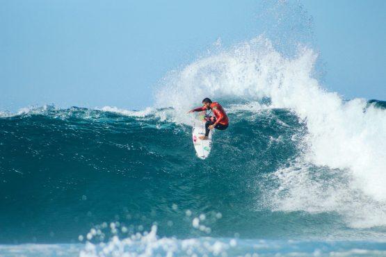 Surfing carcavelos